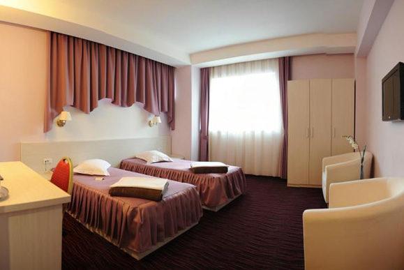Cazare camera dubla Hotel Nevis Oradea