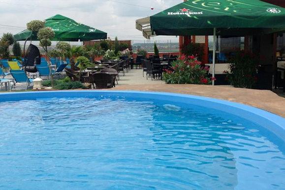 cazare-piscina-hotel-sky-oradea-bihor